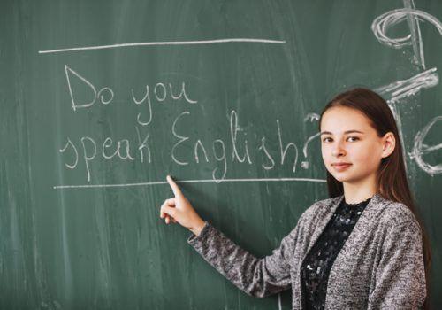 Inscrições abertas para aulas de aprimoramento de inglês on-line de universidade americana