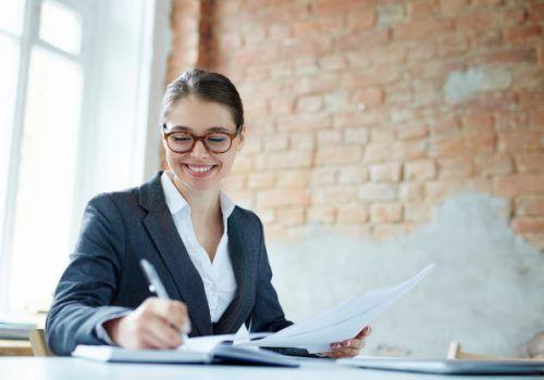 Profissional de Secretariado com 2 idiomas tem salário até 60% maior