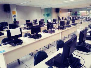 Os Laboratórios de Informática que atendem aos alunos do Colégio FECAP passaram recentemente por um processo de readequação.