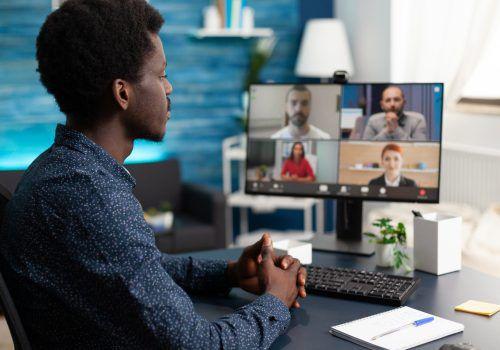 Reuniões on-line: especialista ensina como se destacar